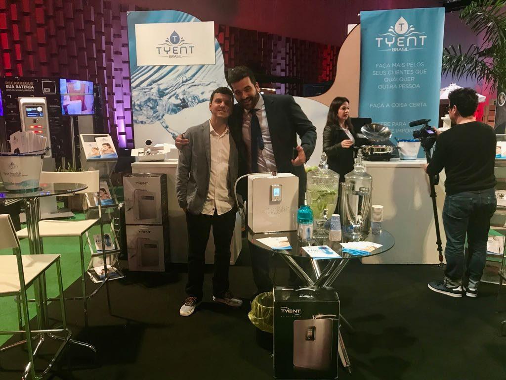 Daniel Lessa e o cliente Albano Barbosa, dono da Tyent Brasil e da Platinum Cozinha Saudável